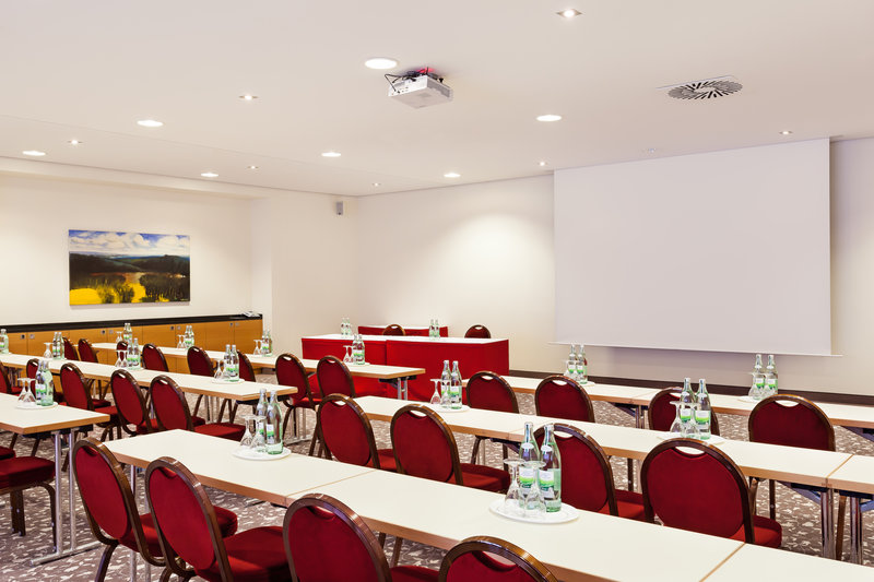 Holiday Inn Nuernberg City Centre-A well-equipped meeting room in Nürnberg, with inclusive Wi-Fi.<br/>Image from Leonardo