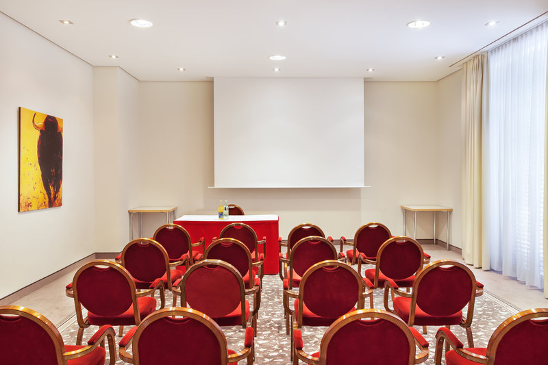 Holiday Inn Nuernberg City Centre-A courtyard-facing meeting room, flooded with natural light.<br/>Image from Leonardo