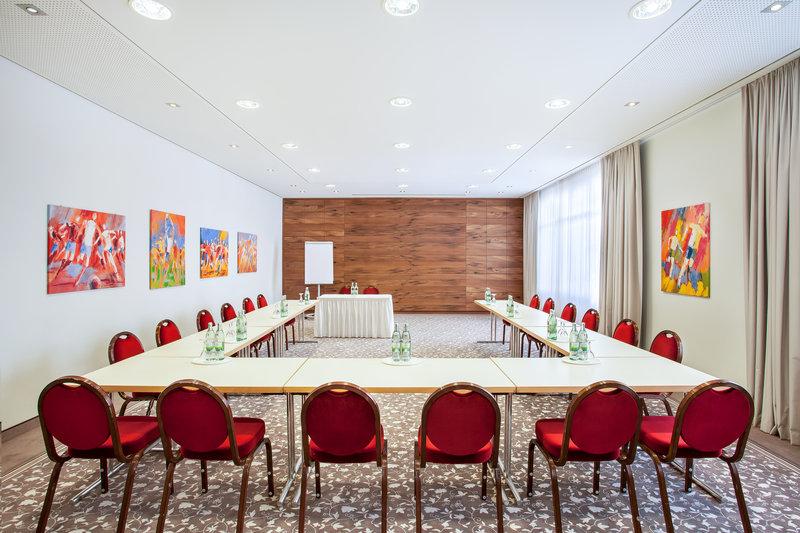 Holiday Inn Nuernberg City Centre-A light-filled meeting room at Holiday Inn Nürnberg City Centre. <br/>Image from Leonardo
