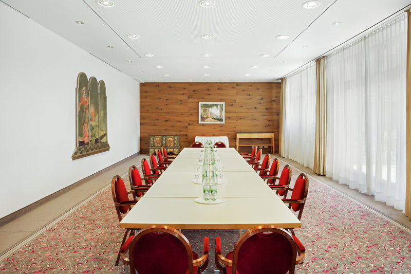 Holiday Inn Nuernberg City Centre-A spacious, well-equipped boardroom, flooded with natural light.<br/>Image from Leonardo