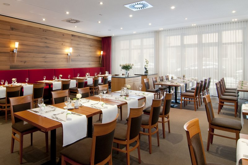 Holiday Inn Nuernberg City Centre-Restaurant St. Jakob Lunch<br/>Image from Leonardo