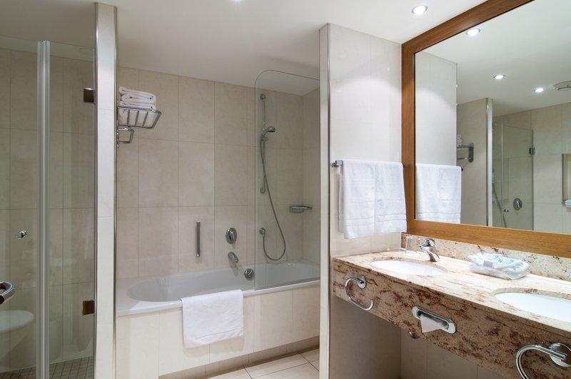 Holiday Inn Nuernberg City Centre-Guest Bathroom<br/>Image from Leonardo