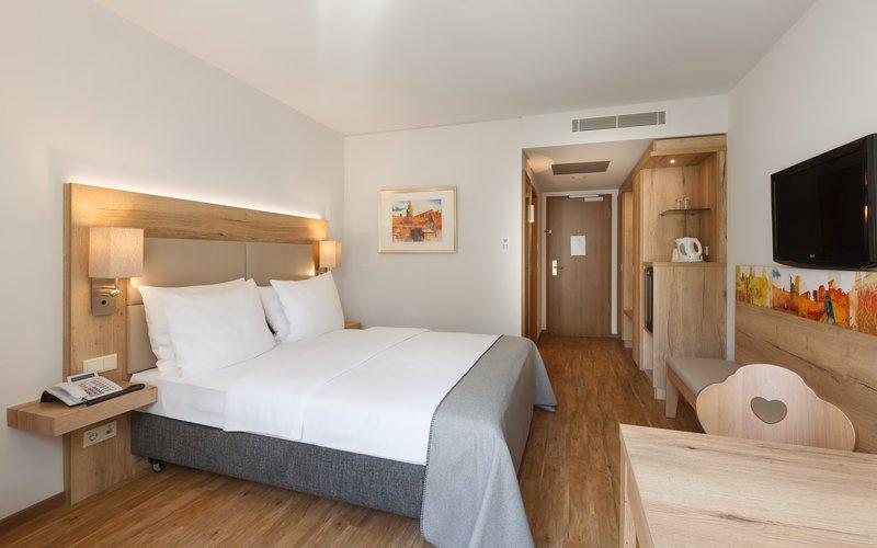 Holiday Inn Nuernberg City Centre-Single Bed Guest Room<br/>Image from Leonardo