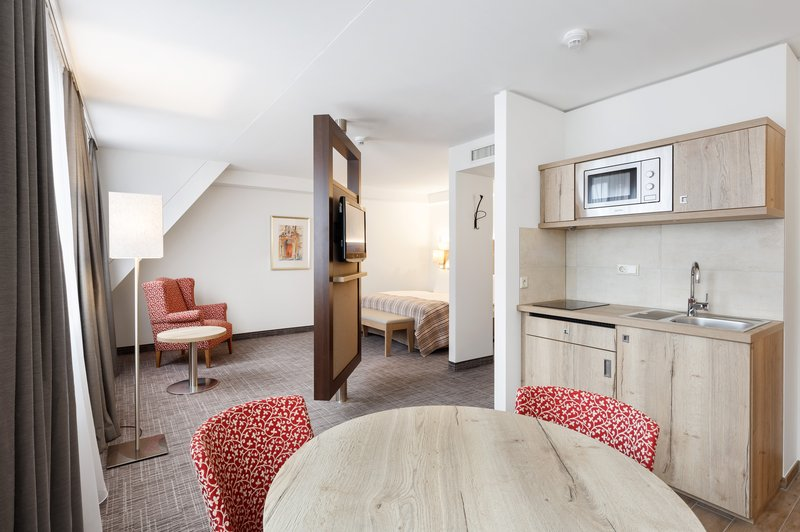 Holiday Inn Nuernberg City Centre-Room Feature<br/>Image from Leonardo