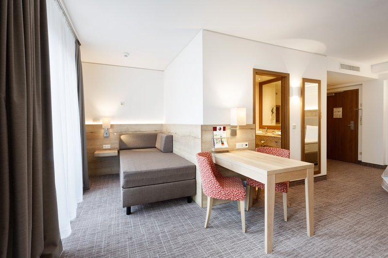 Holiday Inn Nuernberg City Centre-Guest Room<br/>Image from Leonardo
