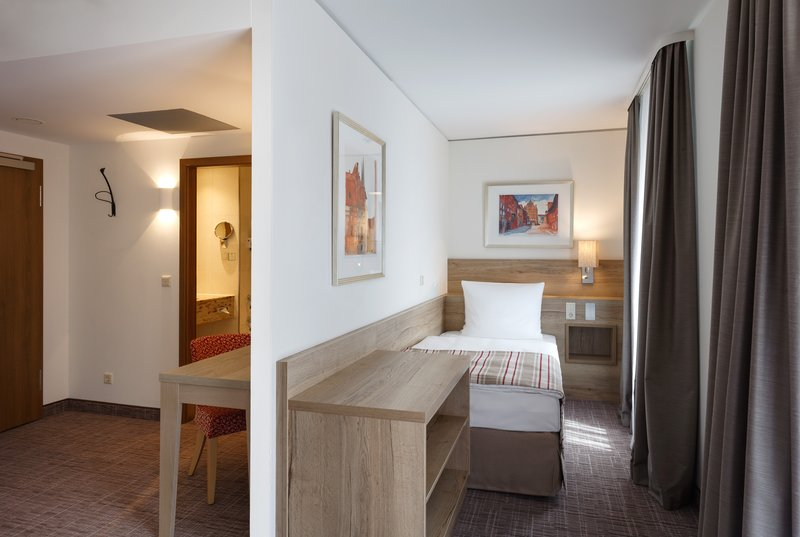 Holiday Inn Nuernberg City Centre-King Bed Guest Room<br/>Image from Leonardo