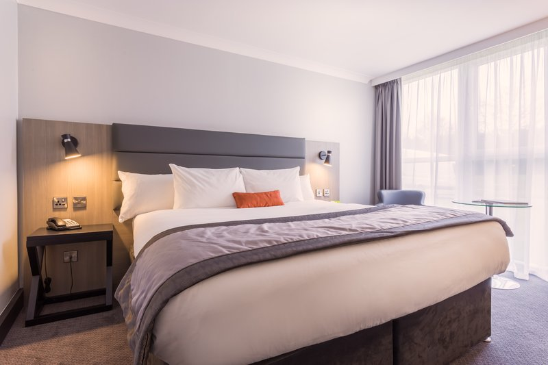 Holiday Inn Newcastle - Gosforth Park-Executive bedroom<br/>Image from Leonardo