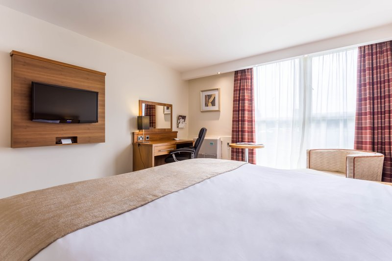Holiday Inn Newcastle-Jesmond-Comfy kingsize bed<br/>Image from Leonardo