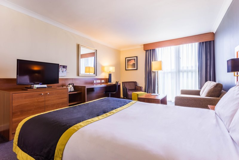 Holiday Inn Newcastle - Gosforth Park-Plenty of space in this room<br/>Image from Leonardo