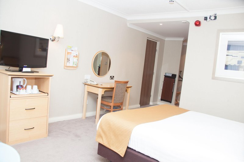 Holiday Inn Newcastle-Jesmond-Lots of space in the accessible room<br/>Image from Leonardo