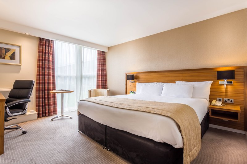 Holiday Inn Newcastle - Gosforth Park-Equipped with a kingsize bed mini fridge,safe and chocolate bar<br/>Image from Leonardo