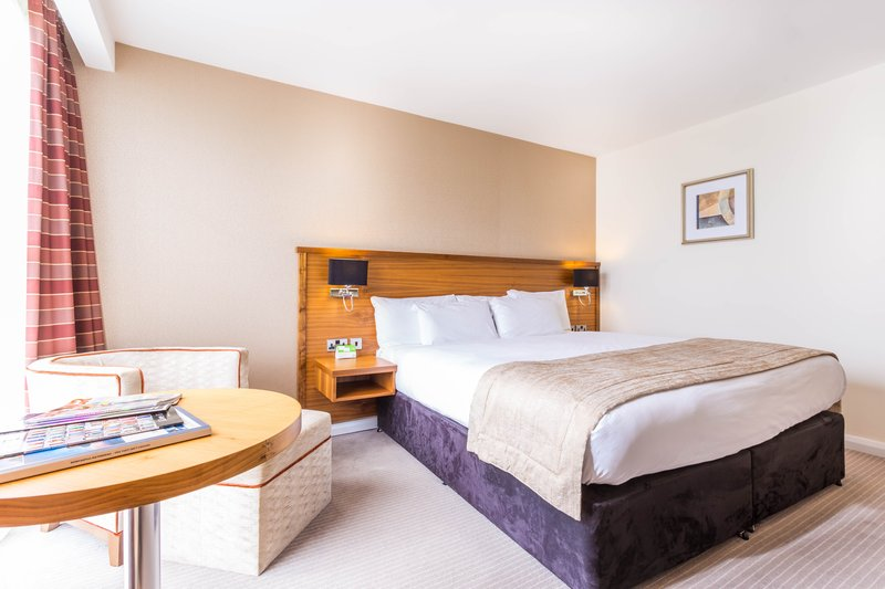Holiday Inn Newcastle-Jesmond-Kingsize bed<br/>Image from Leonardo