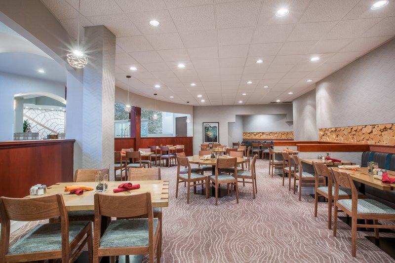 Crowne Plaza Portland - Lake Oswego-Oswego Atrium Restaurant & Bar<br/>Image from Leonardo