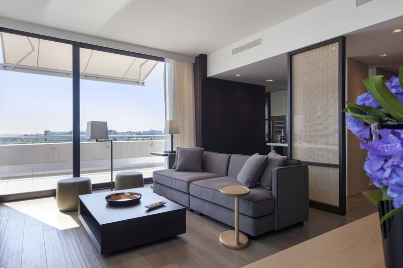 Crowne Plaza Geneva-King Club Suite with large terrace and mountain view<br/>Image from Leonardo