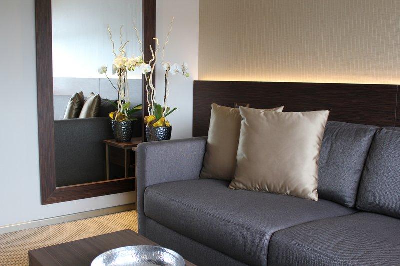 Crowne Plaza Geneva-Business Suite, living room<br/>Image from Leonardo