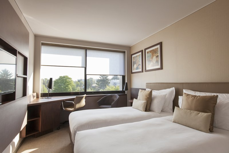 Crowne Plaza Geneva-Standard Guest Room with 2 Single Beds, city or garden view<br/>Image from Leonardo
