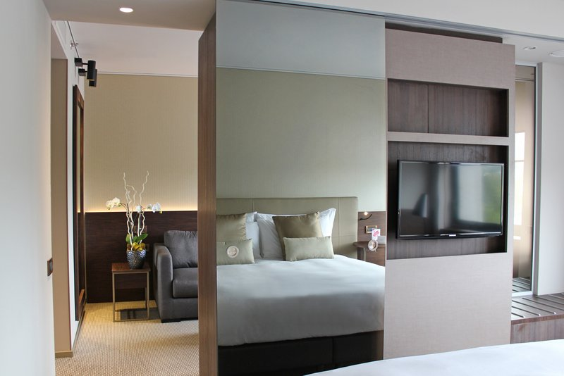 Crowne Plaza Geneva-Business Suite with bedroom and living room<br/>Image from Leonardo