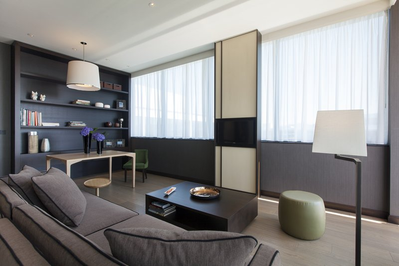 Crowne Plaza Geneva-King Club Suite, living room with large terrace<br/>Image from Leonardo