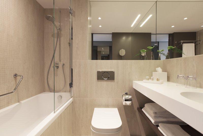 Crowne Plaza Geneva-Business Suite Bathroom<br/>Image from Leonardo