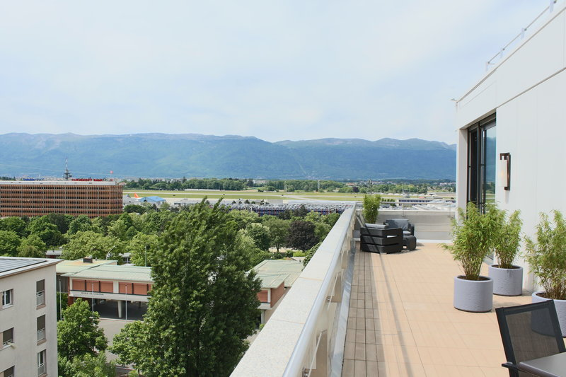 Crowne Plaza Geneva-King Club Suite Terrace with mountain view<br/>Image from Leonardo