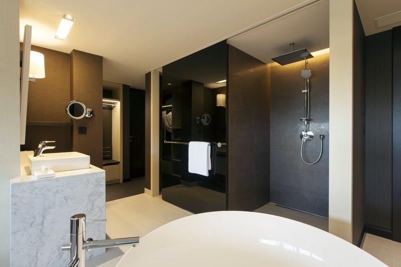 Crowne Plaza Geneva-Club Suite Bathroom with Rainshower and Bathtub<br/>Image from Leonardo