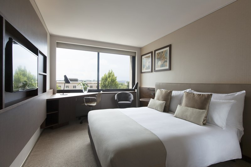 Crowne Plaza Geneva-Standard Guest Room with 1 Double Bed, city or garden view<br/>Image from Leonardo