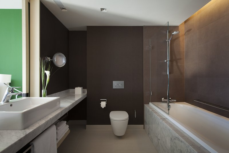 Crowne Plaza Geneva-Guest Bathroom Deluxe and Club Room<br/>Image from Leonardo