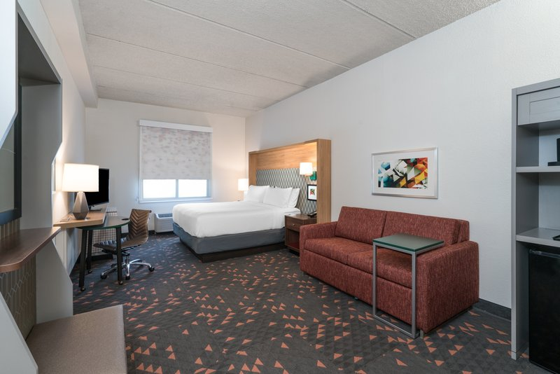 Holiday Inn Atlanta/Roswell-Luxurious King Executive with pull sofa bed,close to Perimeter Ctr<br/>Image from Leonardo