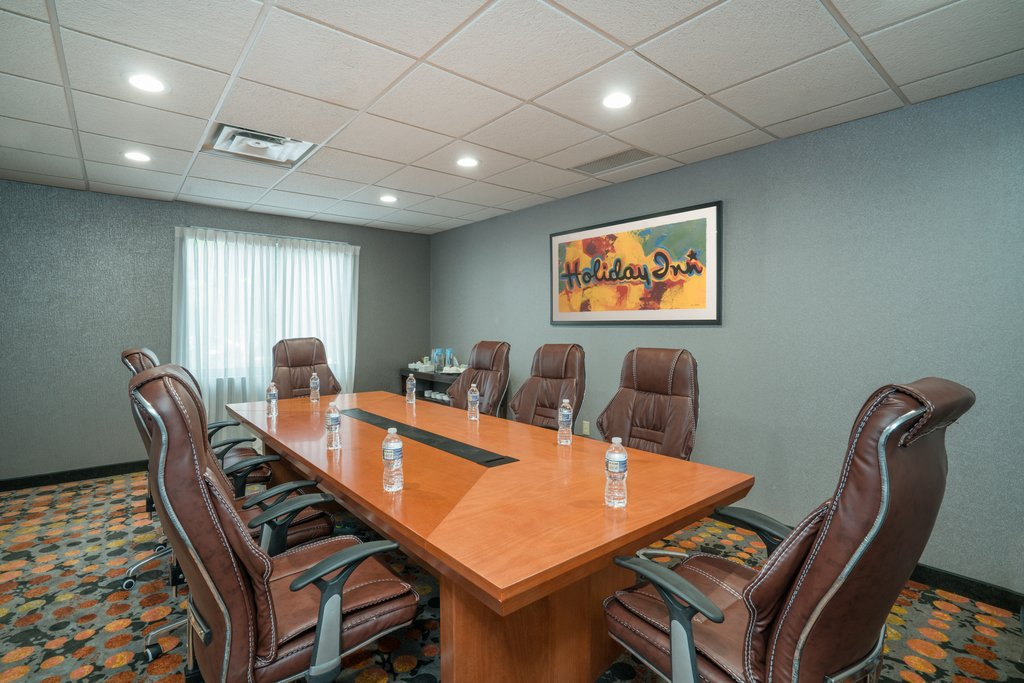 Holiday Inn Atlanta/Roswell-Quick meeting in Roswell or Alpharetta? Check out our Boardroom!<br/>Image from Leonardo