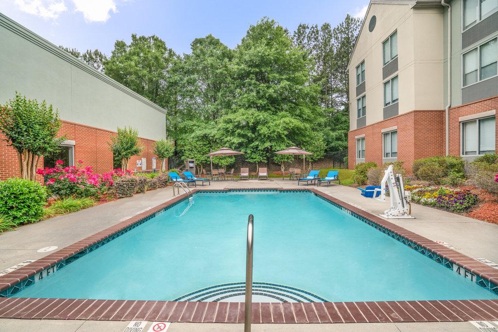 Holiday Inn Atlanta/Roswell-Soak in the sun at our seasonal Outdoor Pool<br/>Image from Leonardo