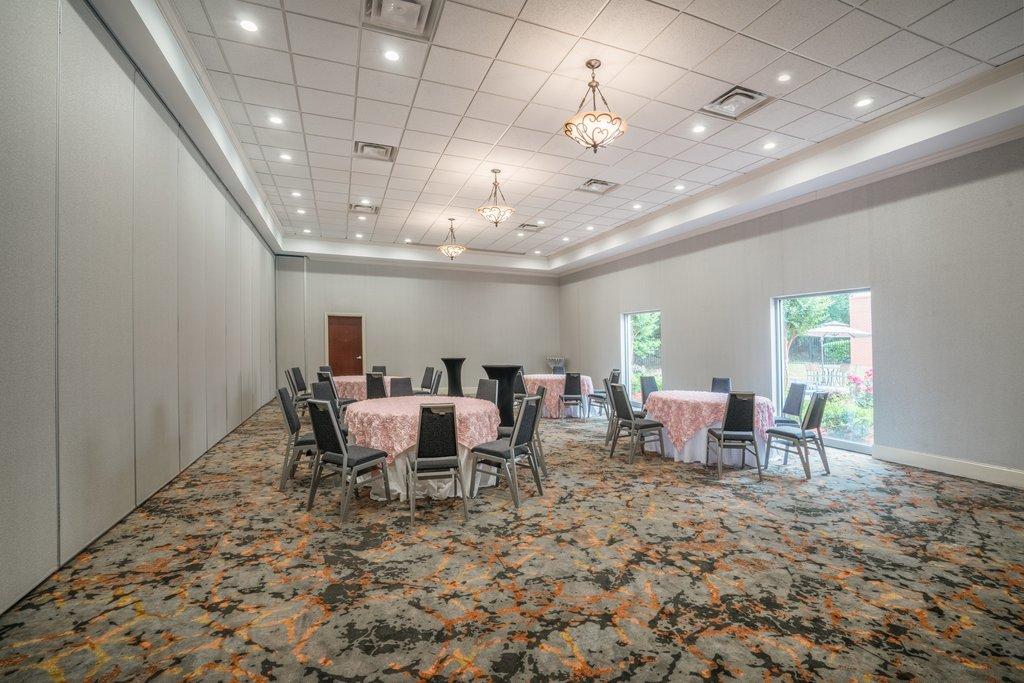 Holiday Inn Atlanta/Roswell-Ceremony for 100 ppl?, Reception for 200 ppl? We got it!<br/>Image from Leonardo