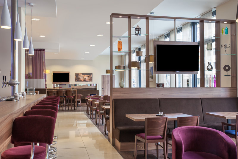 Holiday Inn Express Nuremberg City - Hauptbahnhof-Guests can meet friends or get work done in the Great Room.<br/>Image from Leonardo