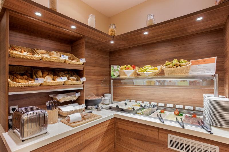 Holiday Inn Express Nuremberg City - Hauptbahnhof-Fresh fruit and tempting pastries on offer at breakfast. <br/>Image from Leonardo