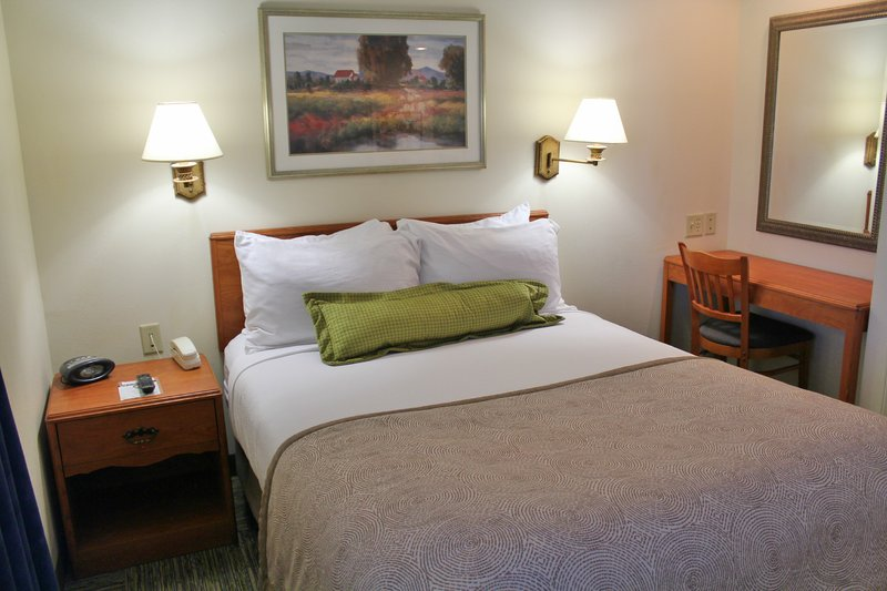 Candlewood Suites Syracuse-Airport-One Bedroom Queen Suite<br/>Image from Leonardo