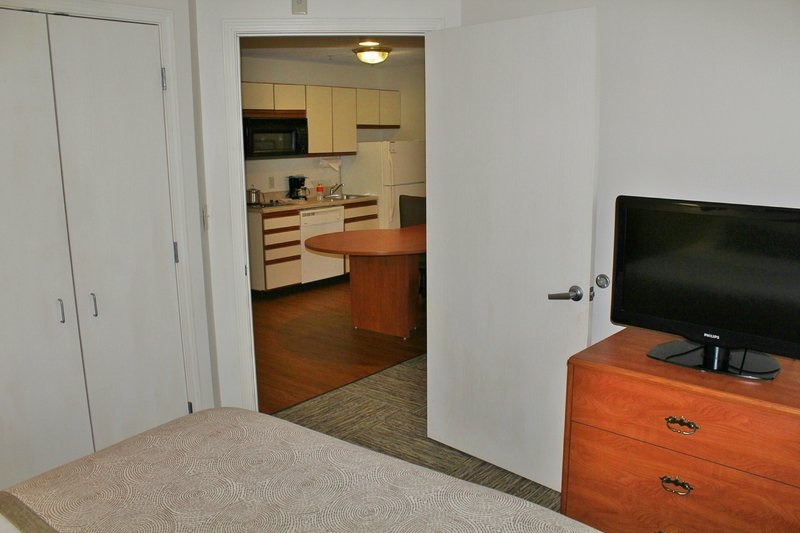 Candlewood Suites Syracuse-Airport-457sqft One Bedroom Queen Suite<br/>Image from Leonardo