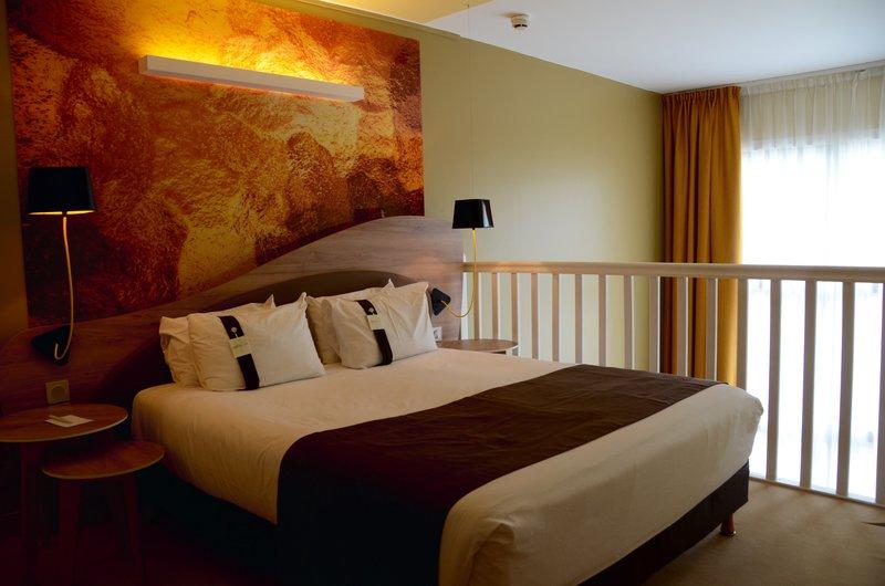 Holiday Inn Reims Centre-Duplex suite bedroom<br/>Image from Leonardo