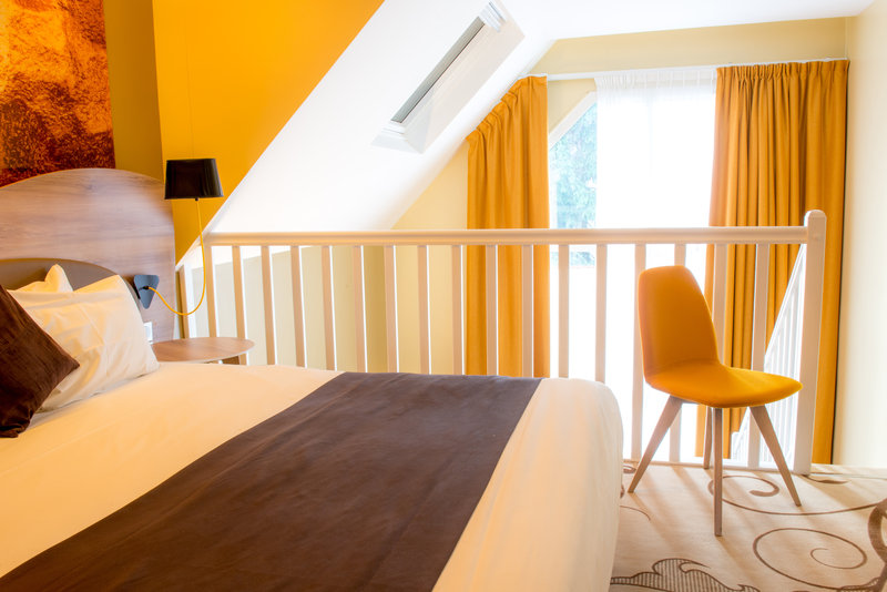 Holiday Inn Reims Centre-Suite bedroom<br/>Image from Leonardo