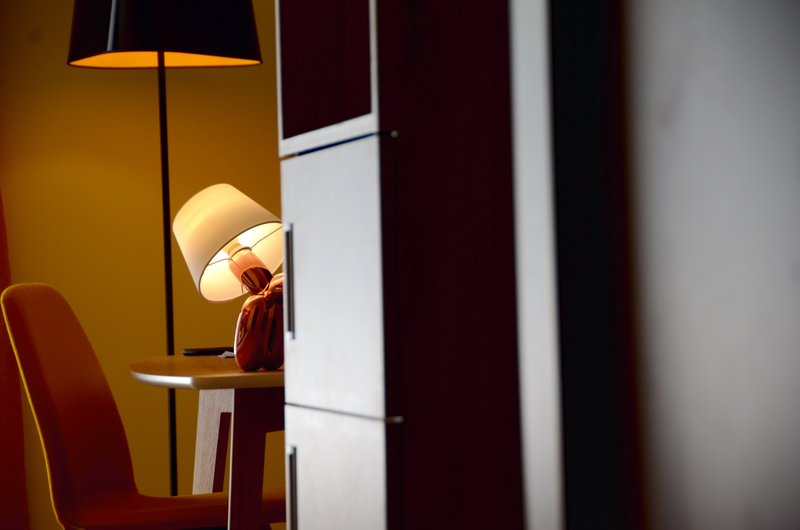 Holiday Inn Reims Centre-Executives Suite and junior suite desk<br/>Image from Leonardo
