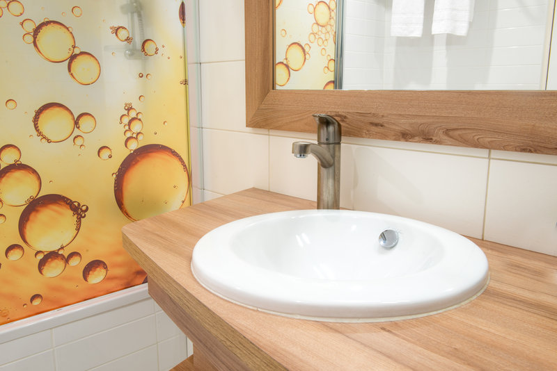 Holiday Inn Reims Centre-Guest Bathroom<br/>Image from Leonardo