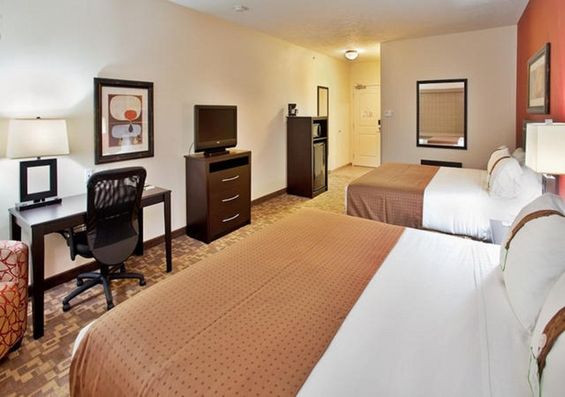 Holiday Inn Omaha Downtown-Airport-Double King Non-Smoking Guest Room<br/>Image from Leonardo