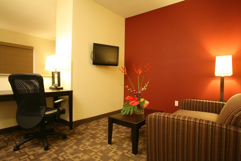 Holiday Inn Omaha Downtown-Airport-Standard Non-Smoking Guest Room<br/>Image from Leonardo