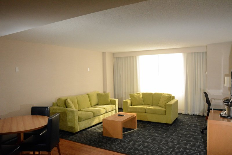 Holiday Inn Express & Suites Stamford-Executive Suite<br/>Image from Leonardo