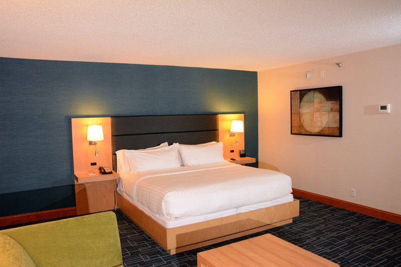 Holiday Inn Express & Suites Stamford-Suite<br/>Image from Leonardo