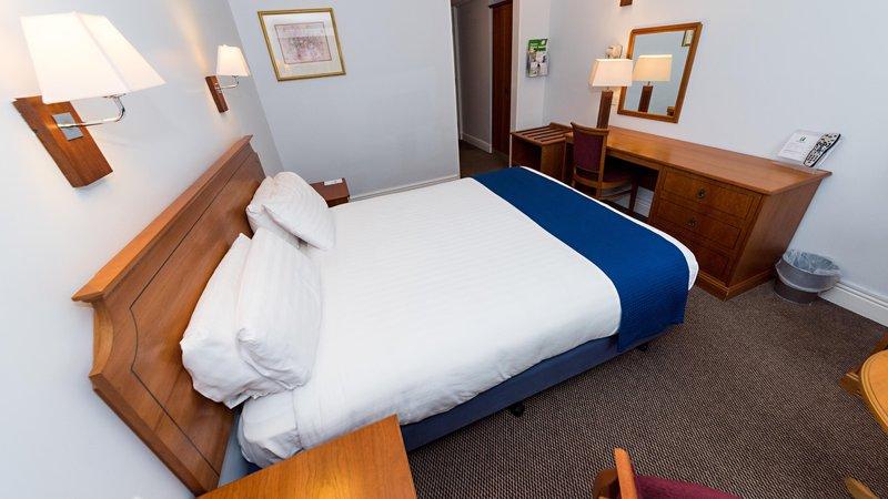 Holiday Inn Newport-Guest Room<br/>Image from Leonardo