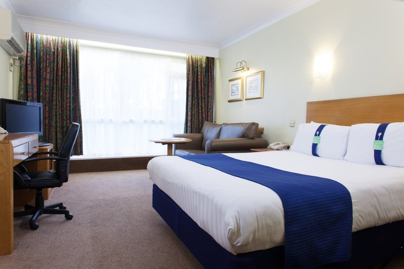 Holiday Inn Newport-Double Bed Guest Room<br/>Image from Leonardo