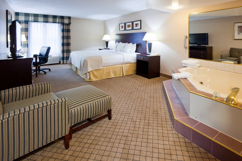 Holiday Inn Hotel & Suites Wausau-Rothschild-Standard King Bed Guest Room<br/>Image from Leonardo