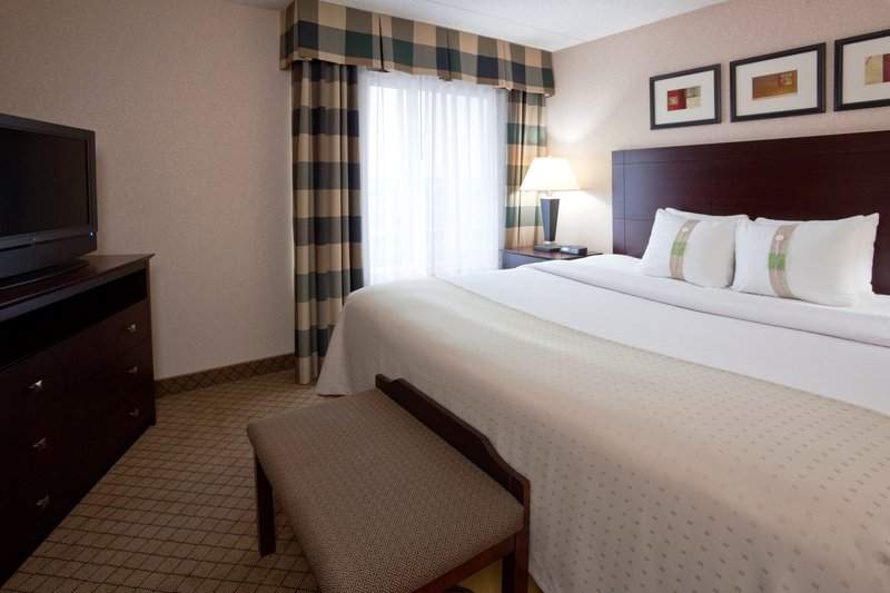 Holiday Inn Hotel & Suites Wausau-Rothschild-King Standard<br/>Image from Leonardo