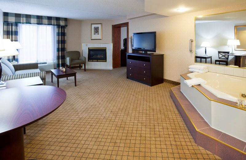 Holiday Inn Hotel & Suites Wausau-Rothschild-Jacuzzi Suite<br/>Image from Leonardo