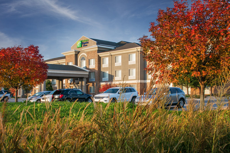 Holiday Inn Express & Suites Bellevue (Omaha Area)-The hotel is nestled in Bellevue, a quiet community in Omaha.<br/>Image from Leonardo