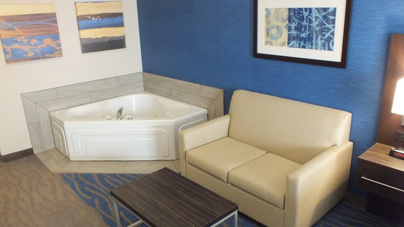 Holiday Inn Hotel & Suites Regina-Experience a relaxing stay in our King Jacuzzi Room<br/>Image from Leonardo